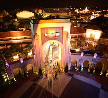 (c) Universal Resorts